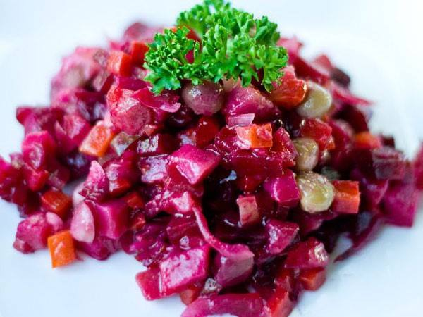 კარტოფილის სალათი სტაფილოთი და ჭარხლით